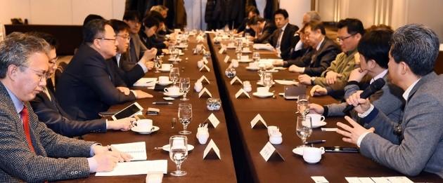 7일 쉐라톤서울팔래스강남호텔에서 열린 한경바이오헬스포럼에서 참석자들이 토론하고 있다.