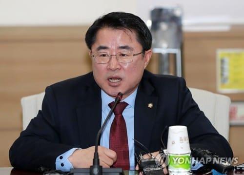 """민평당 """"박근혜 구형, 엄중한 판결 필요… 이제 MB 구속해야"""""""