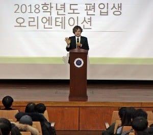 박형주 아주대 총장이 지난달 21~23일 열린 편입생 진로설정캠프에서 인사말 했다. / 사진=아주대 제공