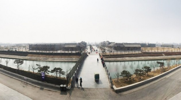 옛 성곽(城郭)을 복원해 만든 국가 관광단지 전경. 징딩은 삼국지의 조자룡의 고향으로도 유명하다/ 사진= 유정우 기자