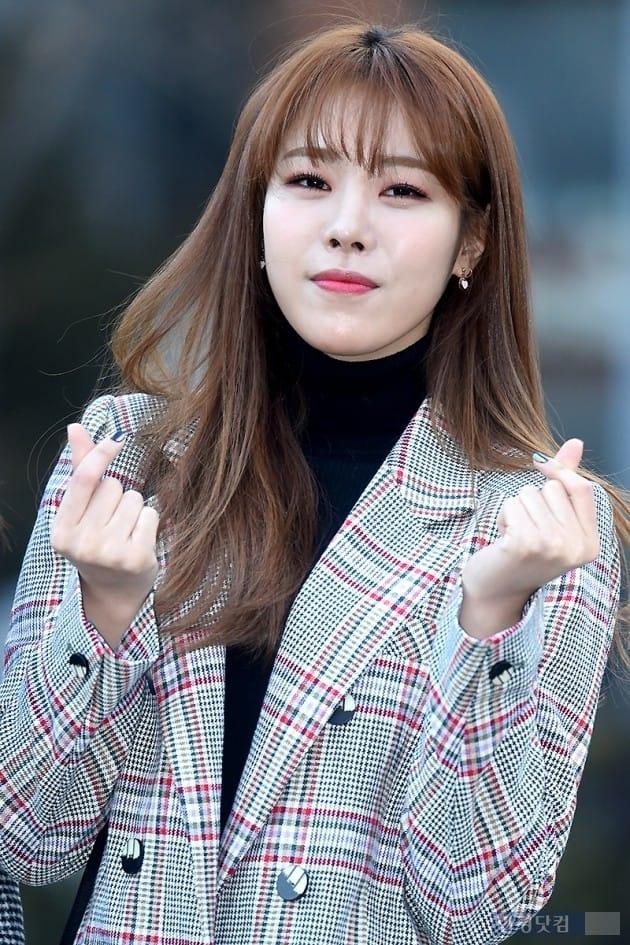 [포토] 구구단 해빈, '깜찍하게 손가락 하트~'