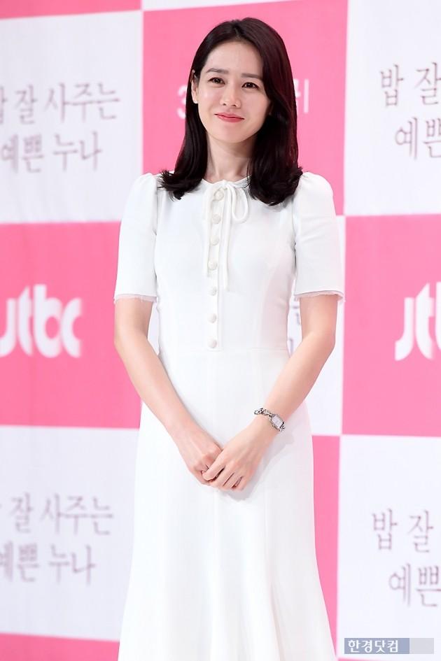 """'밥 잘 사주는 예쁜 누나' 손예진 """"연하男과 연애? 기회만 된다면…"""""""