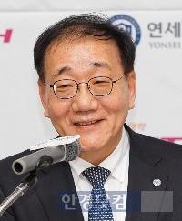 지난 5일 포스텍과의 '개방·공유캠퍼스' 구축을 선언한 김용학 연세대 총장. / 사진=한경 DB