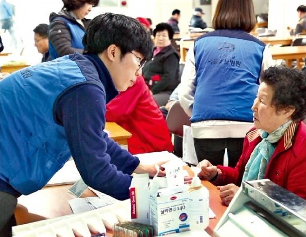 [김과장&이대리] 서울성모병원 '따뜻한 의료봉사'