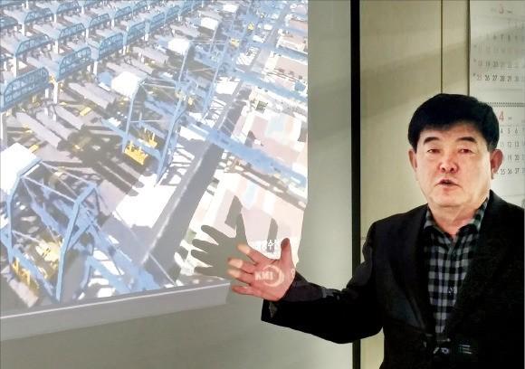 김승남 서호전기 사장이 '신개념 자동항만시스템'을 설명하고 있다.  /김낙훈 기자