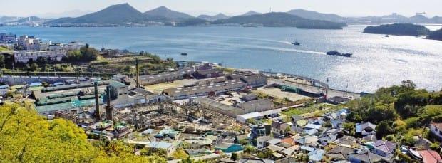 1897년 10월 개항한 목포항. 항 앞에 보이는 고하도가 파도를 막아준다.