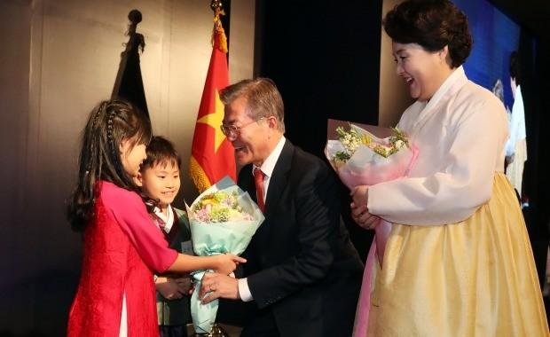 [청와대 오늘은] 문재인 대통령, 베트남 순방 둘째날… 한·베트남 정상회담 개최