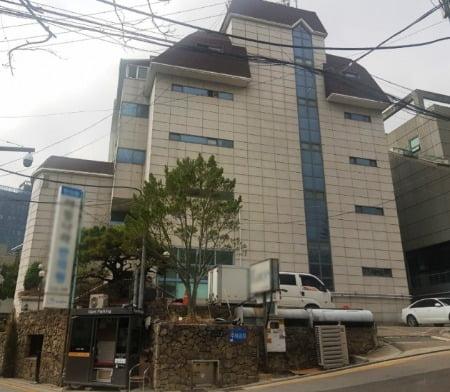 배우 원빈 이나영 부부가 최근 매입한 서울 청담동 소재 빌딩. 원빌딩 제공