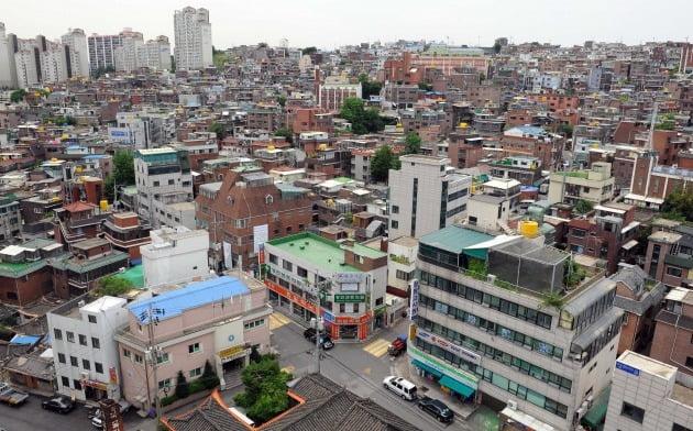 재개발 전 단독주택과 다세대·다가구주택이 밀집한 아현3구역 일대. 한경DB