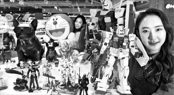 서울 용산 아이파크몰에 있는 키덜트 편집숍 '토이앤하비'에서는 피규어는 물론 무선 조종 자동차, 드론 등 다양한 제품을 판매한다. 한경 DB