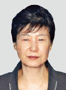 박근혜의 정치투쟁… 결국 항소 포기