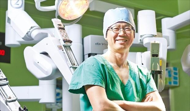 """[건강한 인생] """"신장암·전립샘암, 로봇 수술로 효과… 환자마다 맞는 치료법 찾아야"""""""