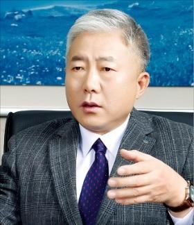 노동운동가에서 '일자리 전도사' 로 변신한 김동만 산업인력공단 이사장