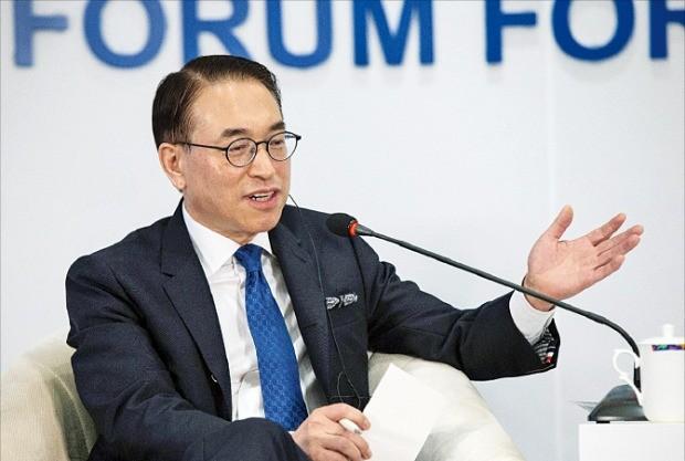 홍원표 삼성SDS 사장이 지난 10일 중국에서 열린 보아오포럼에서 블록체인 활용 기술을 소개하고 있다. /삼성SDS 제공