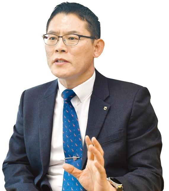 """이성섭 농협은행 개인고객부장 """"주식형 펀드 비중 늘리고 채권형은 줄여야 유리"""""""