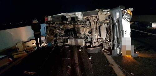 강풍에 넘어진 차량 2차 추돌사고…60대 부부 사망