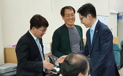 """김경수 """"경남지사 선거 5 대 5 싸움 될 것"""""""