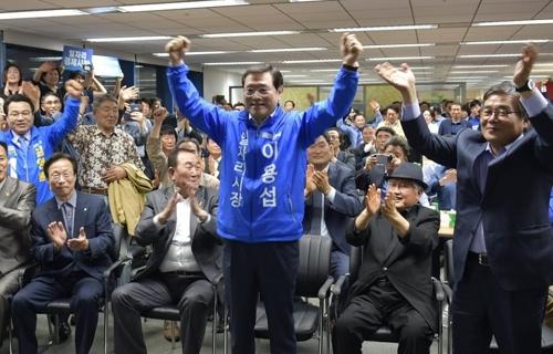 이용섭, 10% 페널티 딛고 승리…광주시장 선거 본선 직행