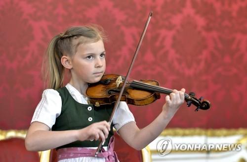 오스트리아, '모차르트 바이올린'으로 시진핑 구애