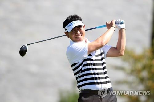 '메이저 챔프' 양용은, 8년만에 우승… 일본 더크라운스 제패