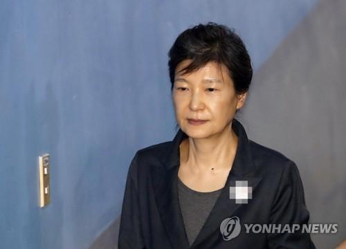 박근혜 1심에 항소할까… 오후 유영하 변호사 만나 정할 듯