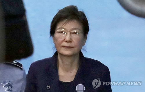 박근혜 '공천개입' 첫 정식재판 불출석… 19일로 공판 연기
