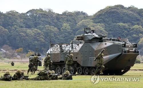 '일본판 해병대' 수륙기동단 발족식…섬 탈환훈련 공개