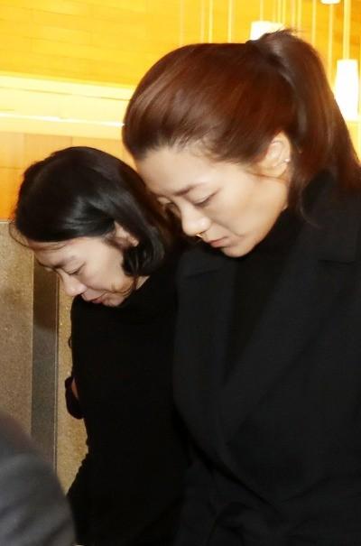 고개 숙인 조현아 조현민 자매 _ 사진=연합뉴스 자료