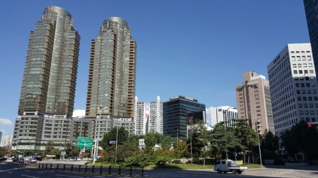 서울지하철 5·6호선 등 4개 노선에 신안산선까지 통과할 공덕역 주변 공덕오거리 모습.