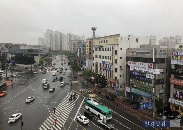 인덕원~동탄 복선전철이 들어설 경기 수원시 영통구 법원사거리 일대. 양길성 기자
