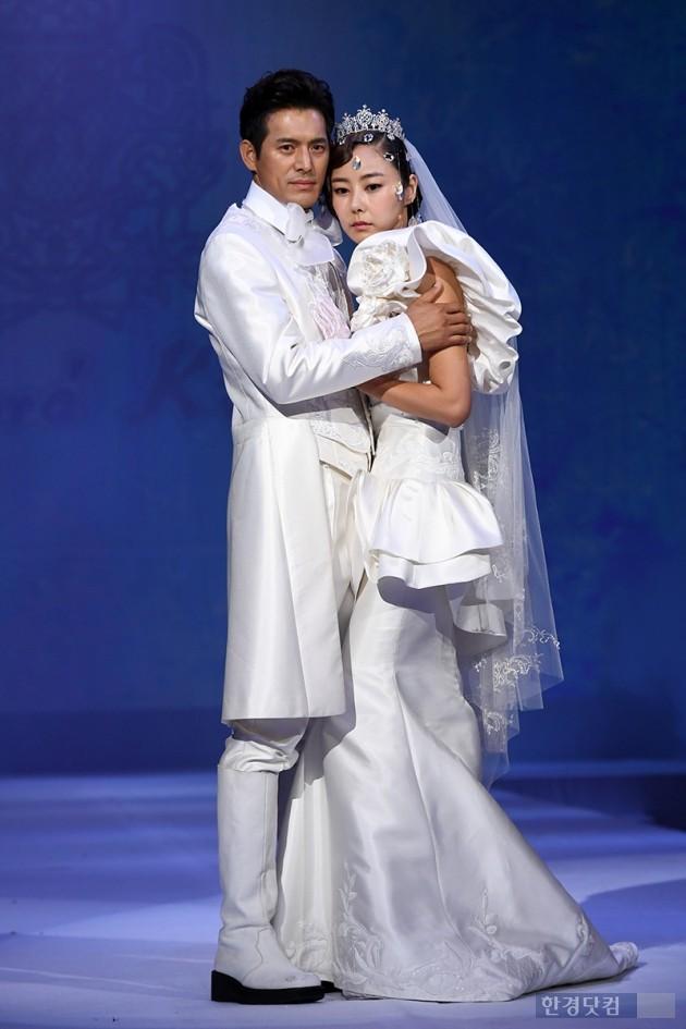 [포토] 오지호-김효진, '앙드레김 피날레 포즈~'