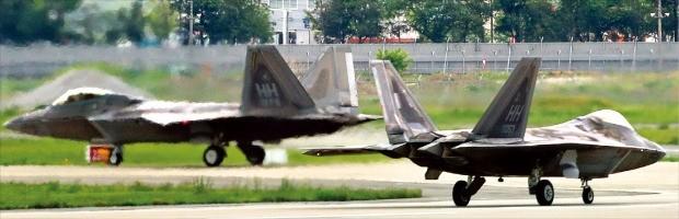 한반도로 날아온 F-22 랩터