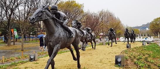 서울숲 군마상