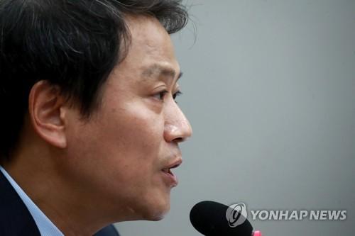 임종석 靑비서실장, '주사파' 비방 혐의 지만원 고소