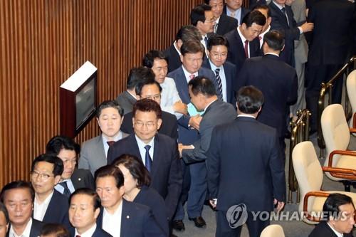 홍문종·염동열 체포동의안 본회의 부결… 방탄국회 논란