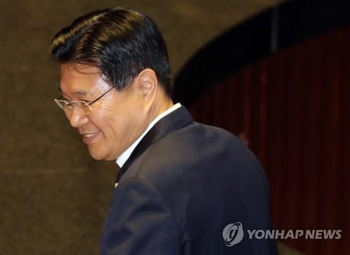 '방탄국회'에 막힌 검찰, 홍문종·염동열 신병처리 고심