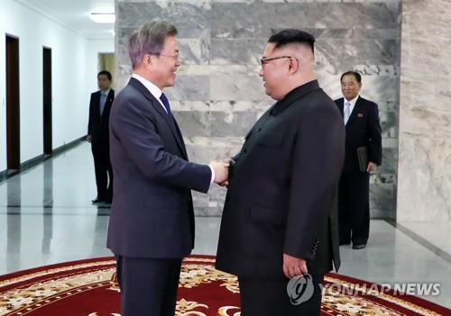 """문대통령 """"남북정상, 북미정상회담 성공에 긴밀히 협력"""""""