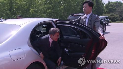 [남북정상회담] 문대통령, 암행경호 속 차량으로만 판문점으로 이동