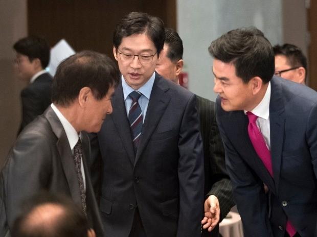인사하는 김경수-김태호 후보 (사진=연합뉴스)