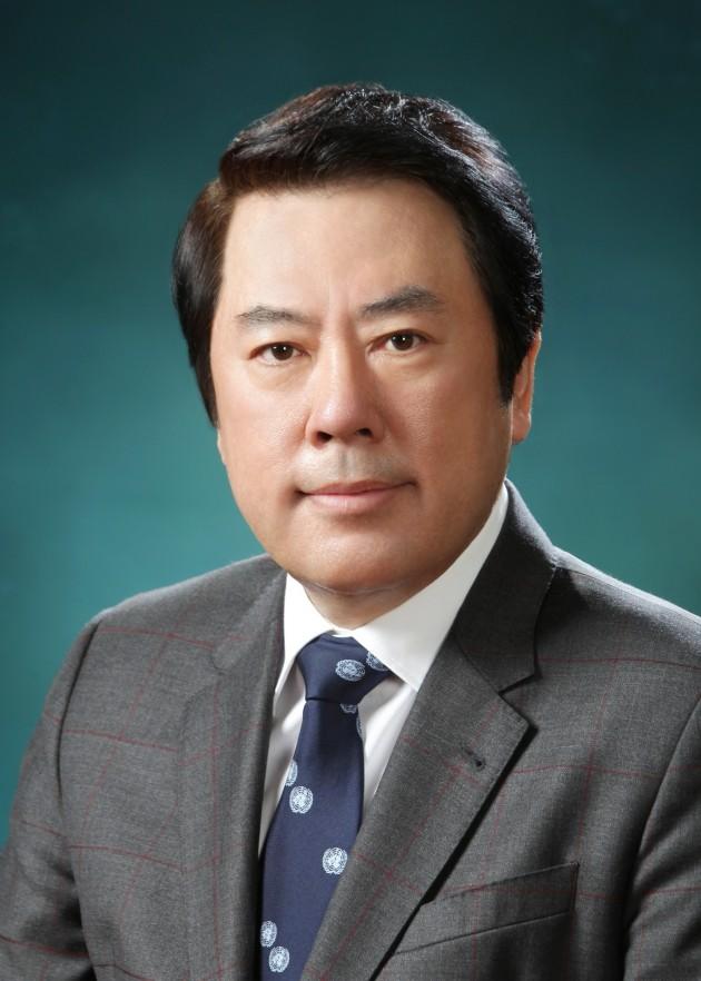 박준희 아이넷방송 회장,전쟁 미망인과 자녀 도운 부산 안나모자원에 기부