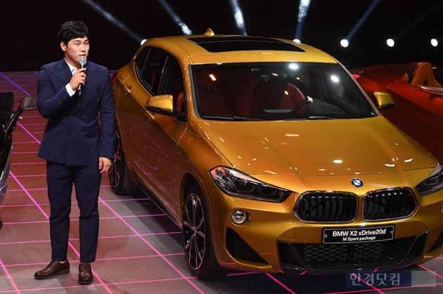 [포토] BMW부스 찾은 윤성빈(2018 부산모터쇼)