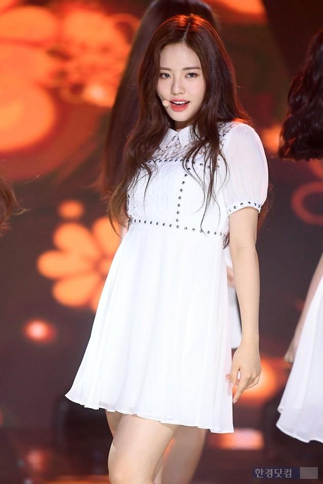 [포토] 프로미스나인 박지원, '날이 갈수록 예뻐지네~'