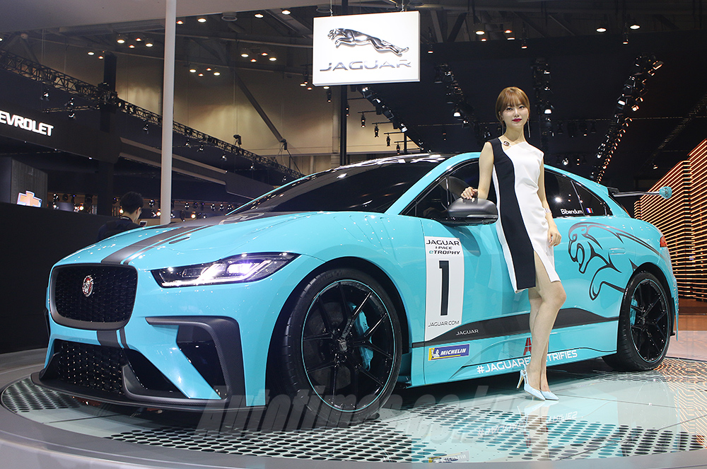 """[부산]재규어랜드로버, """"자동차의 미래는 전장화"""""""