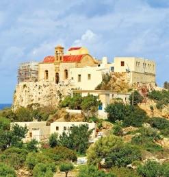 ② 요새를 연상케 하는 크리소스칼리티사 수도원.