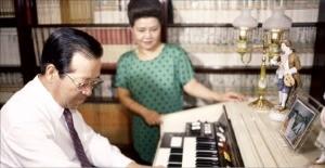 1987 피아노 치는 JP