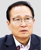 """홍영표 """"청와대가 아무리 말해도 김영주 고용부 장관이 말 안 들어"""""""