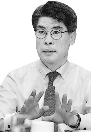 """""""어깨가 무겁다""""는 윤종원… 靑 정책라인과 '화학적 결합' 가능할까"""