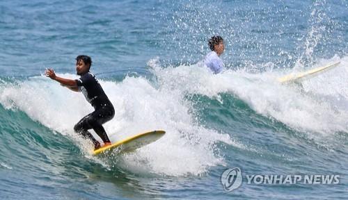 성큼 다가온 여름… 전국 산·바다·축제장 '행락 인파'