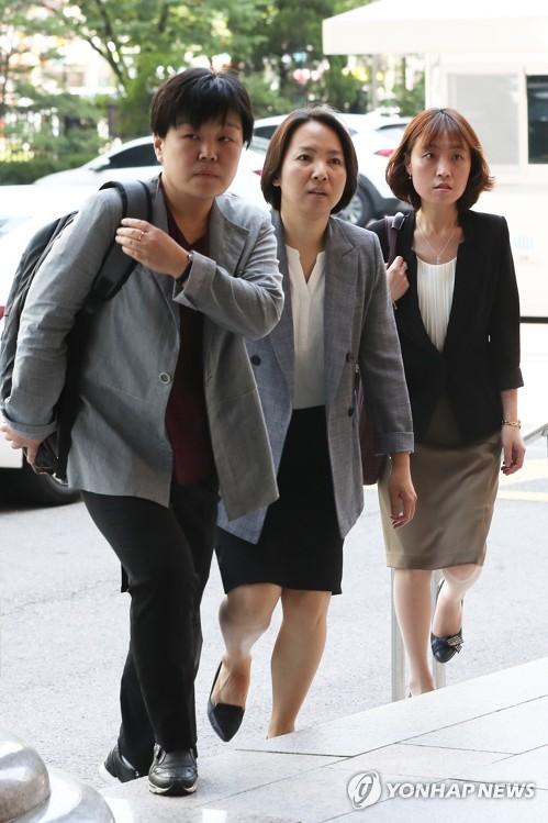 법원, 안희정 재판 공개하기로… 피해자 증인신문 등은 비공개