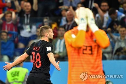 아르헨티나 60년 만에 참패…크로아티아에 0-3 완패